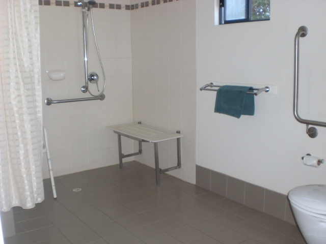 Cabin_5_bathroom_(640x480)