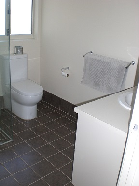 cobb_and_co_shower_room